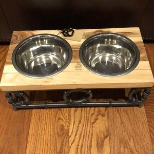 STYLISH ELEVATED FEEDER FOR DOGS WITH 2 BOWLS.